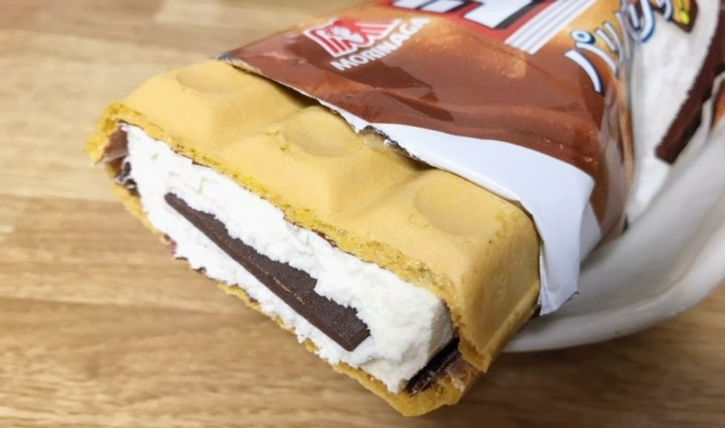 森永製菓のチョコモナカジャンボ断面図